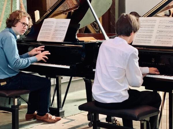 Jonge talenten aan de vleugel met Hannes Minnaar